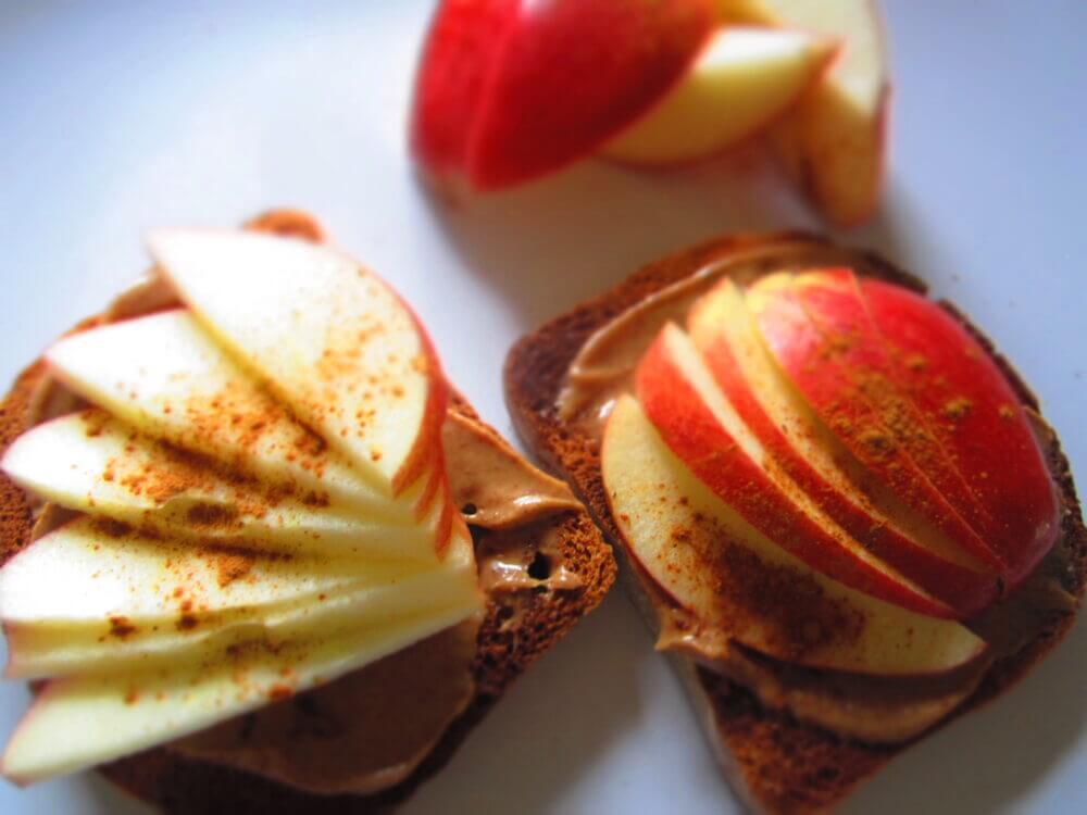 Tostadas de mantequilla y manzana