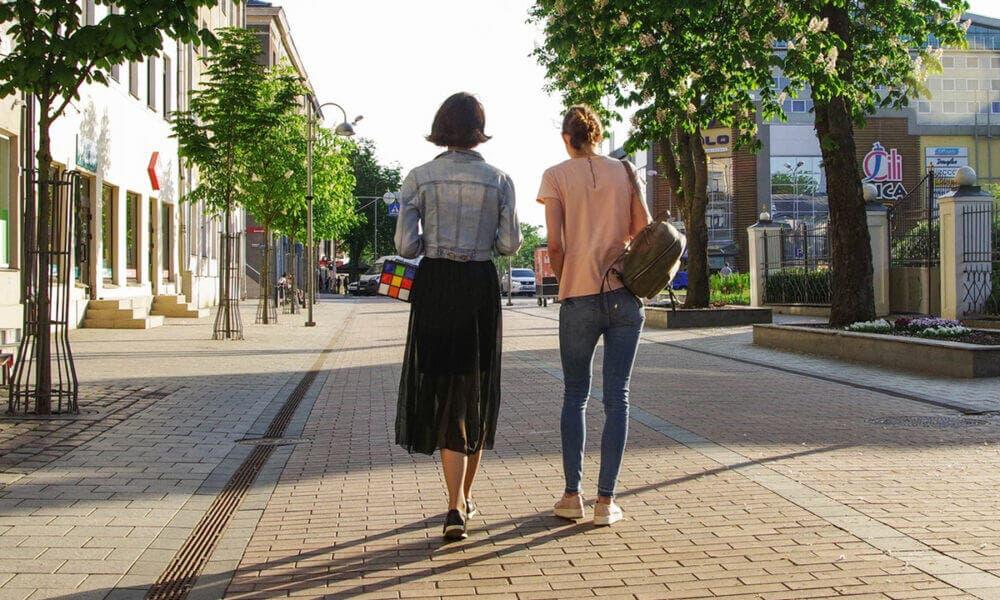 Caminar pequeños trayectos y subir las escaleras puede ayudarte a mejorar tu salud internamente