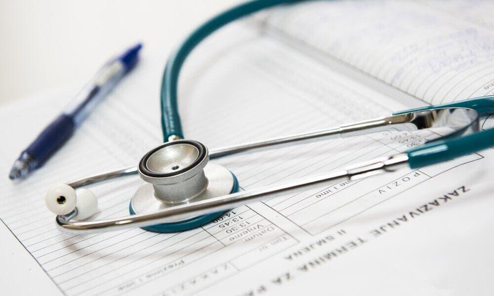 Importancia de acudir periódicamente al medico para controlar enfermedades