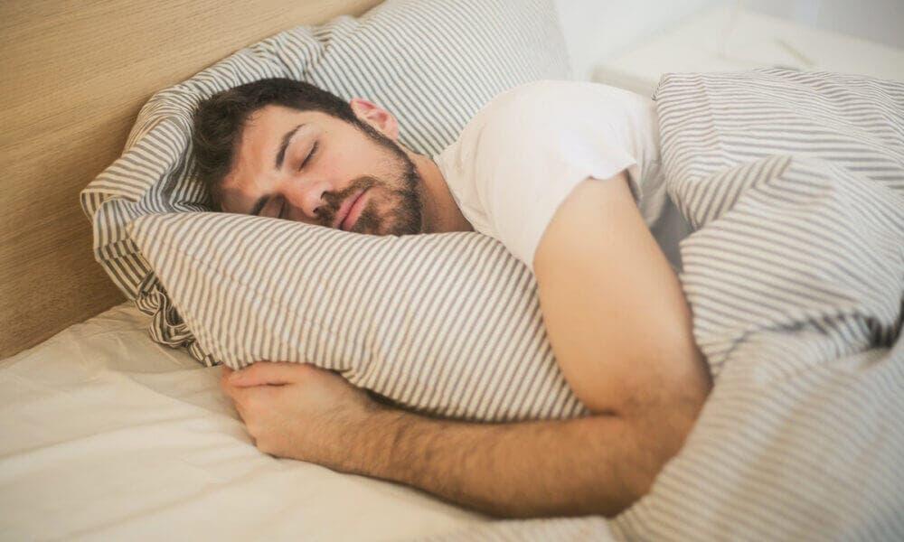 ¿Cómo dormir mal puede afectar tu estado de salud y de ánimo?
