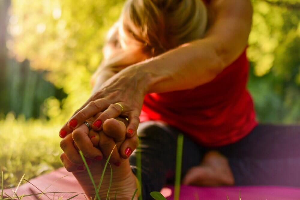 chica haciendo ejercicio de cadera