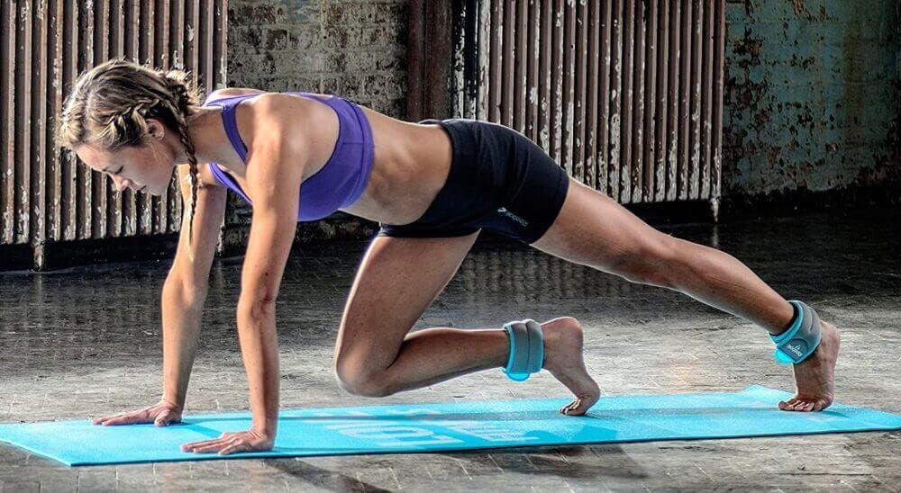 Las escaladas con pesas son muy útiles para bajar de peso