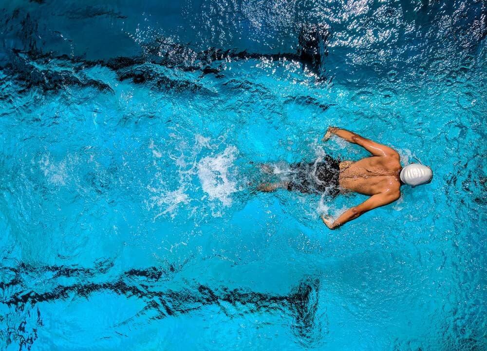 Quema grasa con esta efectiva rutina HIIT en piscina