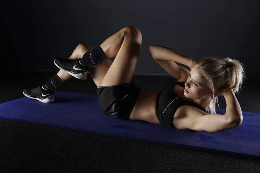 Rutina HIIT con pesas en los tobillos para bajar de peso