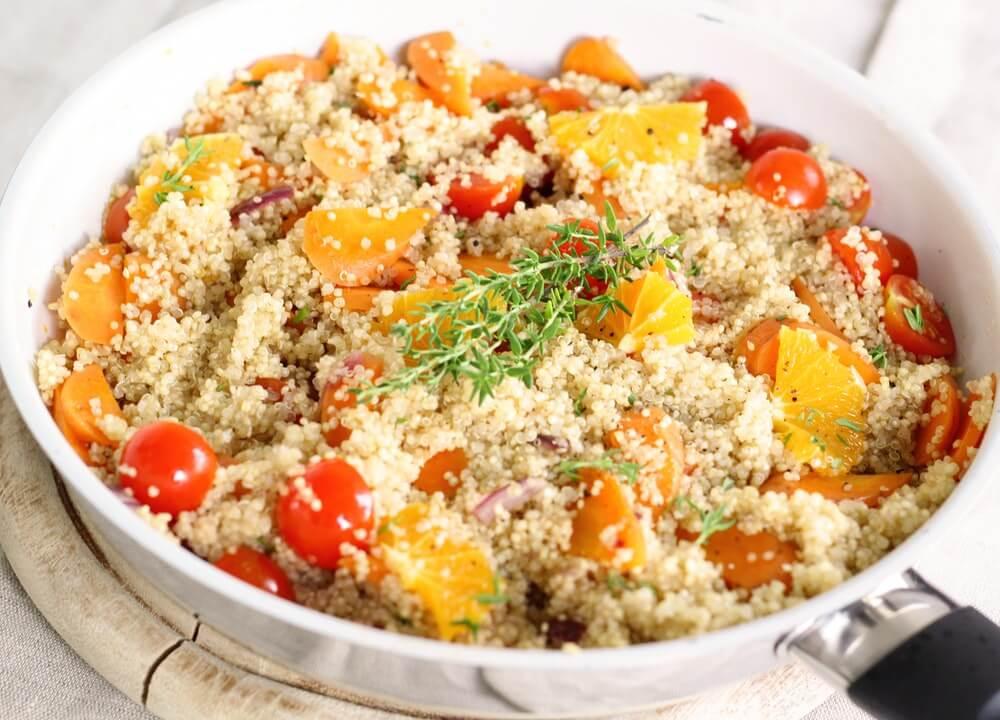 La quinoa es uno de los alimentos que puedes agregar a la dieta alta en calorías para veganos