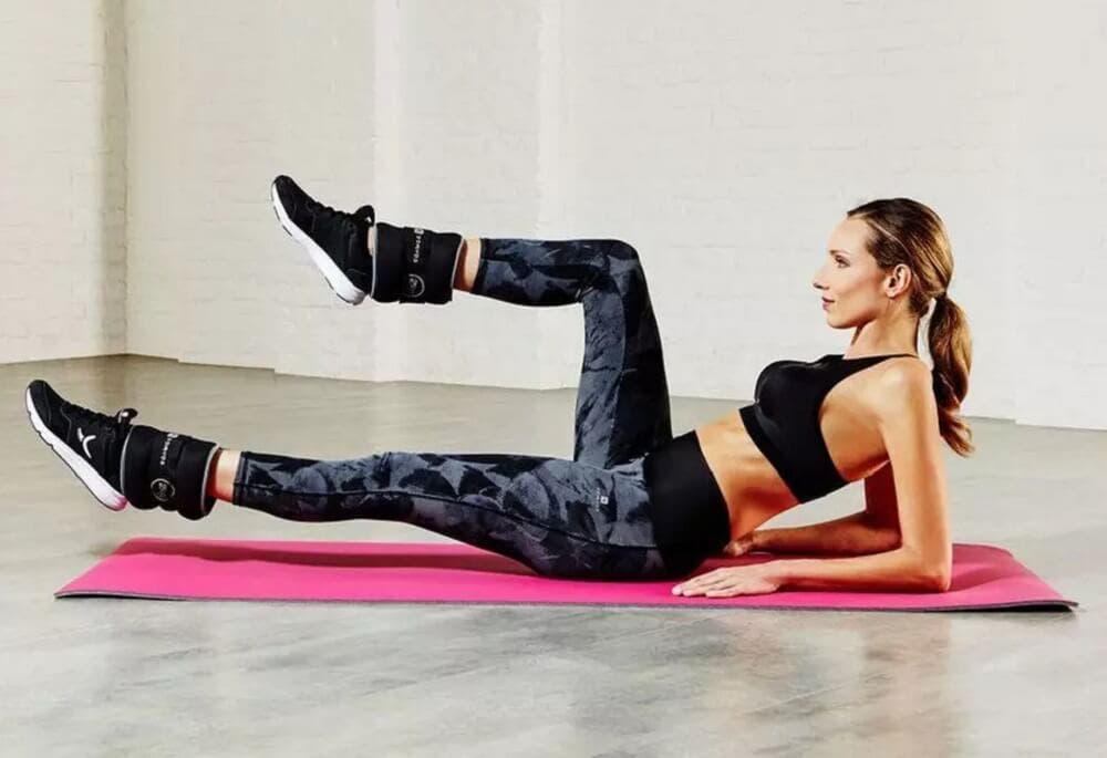 Un ejercicio que requiere mucha fuerza de abdomen: la patada frontal flexionada