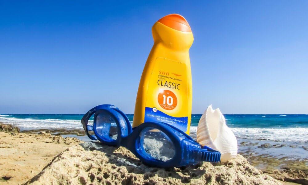 Efectos negativos que puede tener la crema solar al usarla