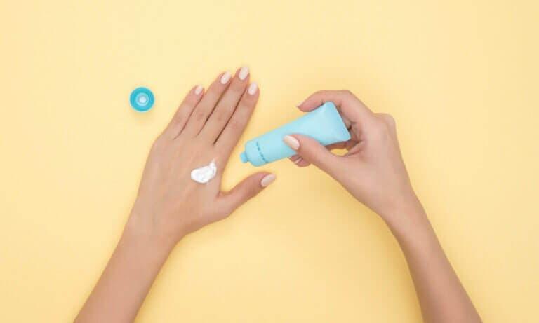 Principales efectos negativos que puede tener la crema solar para tu salud
