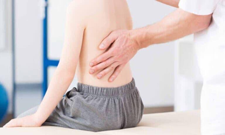 Los ejercicios para mejorar la escoliosis