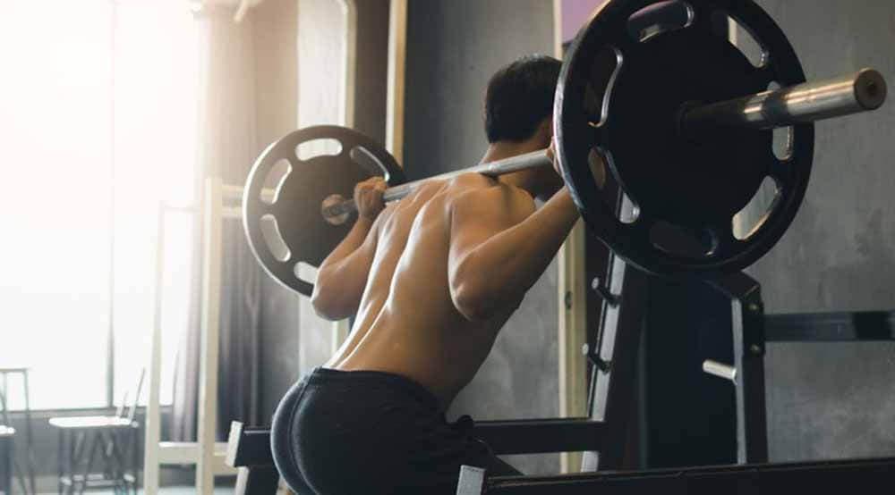 Cómo mejorar la sentadilla con peso