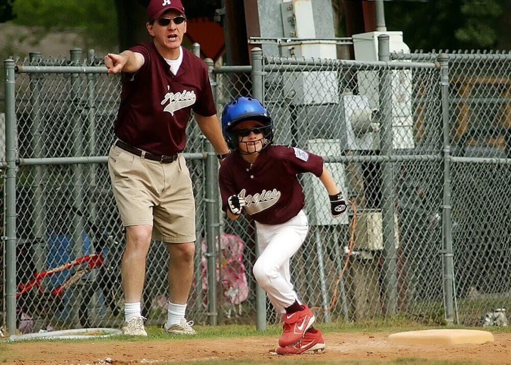 Niño corriendo por deporte