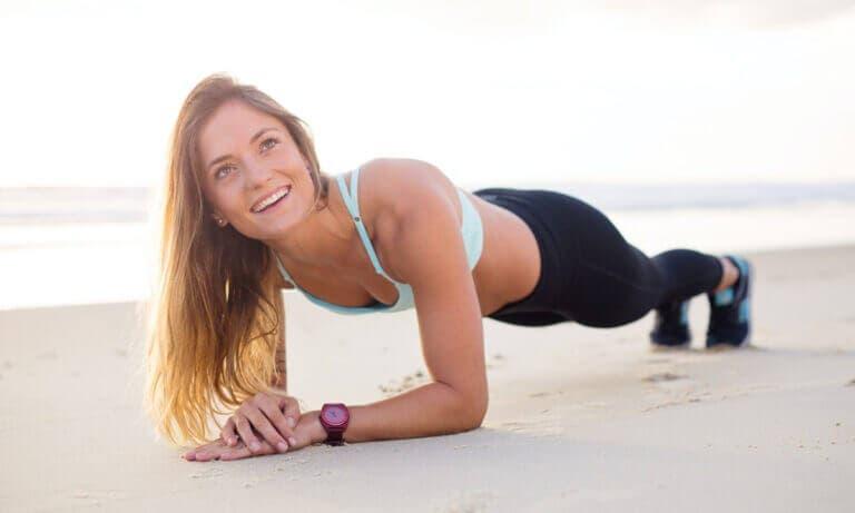 Claves para progresar haciendo planks y mejorar tus abdominales