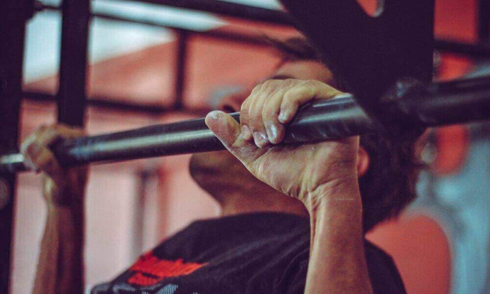 Rutina de entrenamiento con superseries para fortalecer el cuerpo