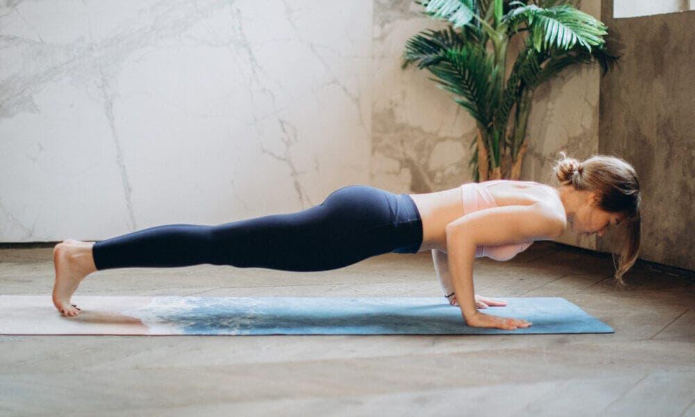 Importancia de mantener la espalda recta al hacer flexiones
