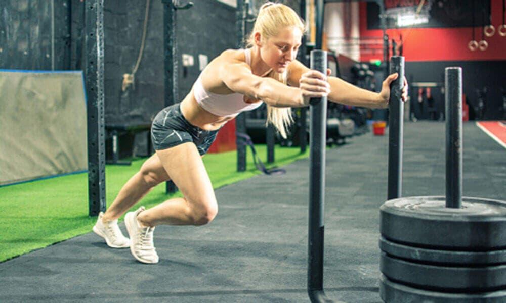 Características y beneficios de los mejores ejercicios que puedes hacer con trineo de empuje