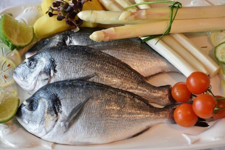 Tipos de pescado más saludables y más dañinos