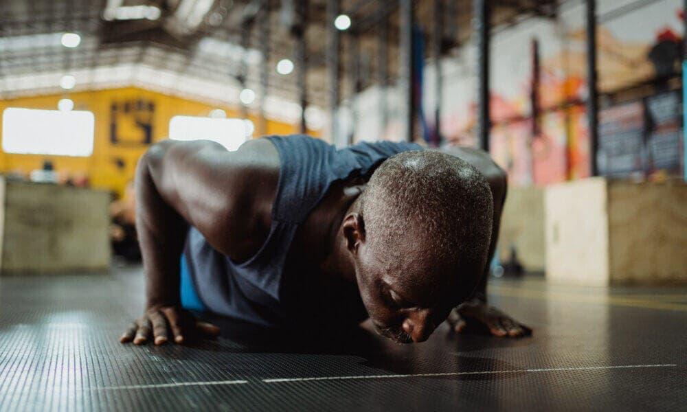 Evaluar el rango de movimiento, una de las principales claves para progresar haciendo flexiones