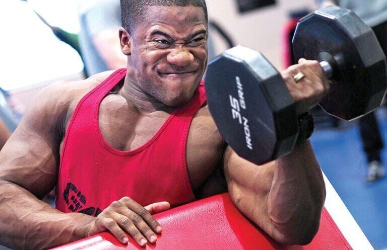 claves para progresar haciendo curl de bíceps