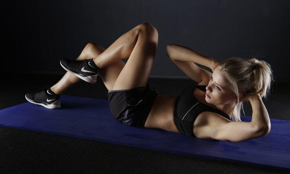 Principales razones para evitar los crunches abdominales y prevenir lesiones en tu cuerpo