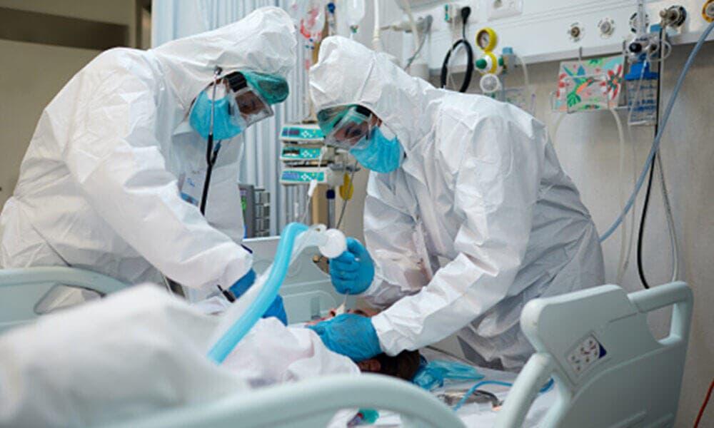 Factores que pueden agravar la salud de pacientes con COVID-19