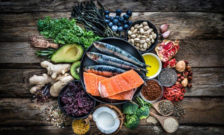 Principales beneficios que aorta el pescado azul