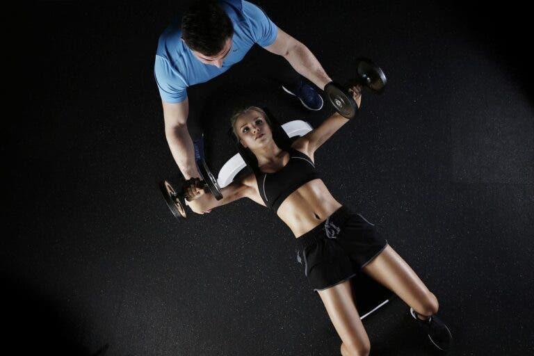 mejor rango de peso y repeticiones para ganar músculo