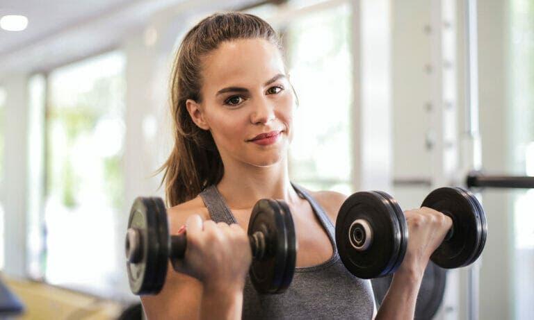 Importancia de saber cómo respirar en ejercicios de fuerza