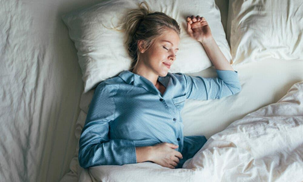 Descansar lo suficiente puede ayudarte a reducir la sensación de hambre