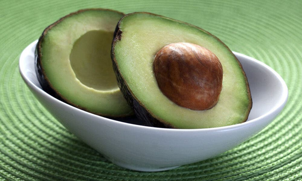 Mejoras en el control de la presión arterial, uno de los beneficios de incluir el aguacate en tu dieta