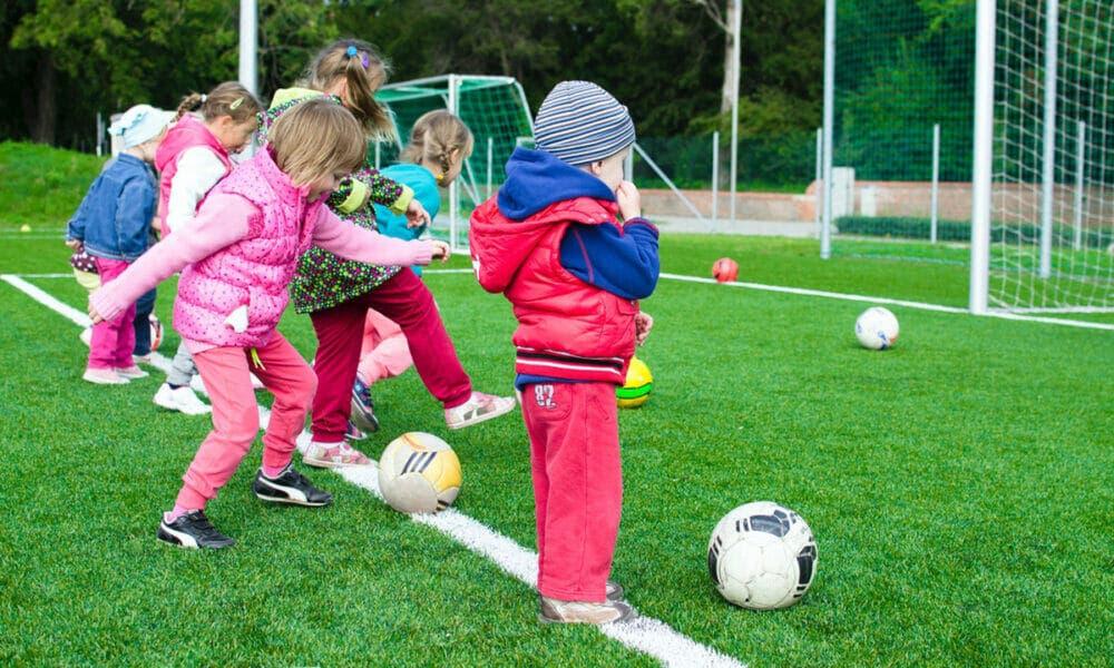 Ventajas de evaluar las tendencias de moda de los zapatos deportivos para niños