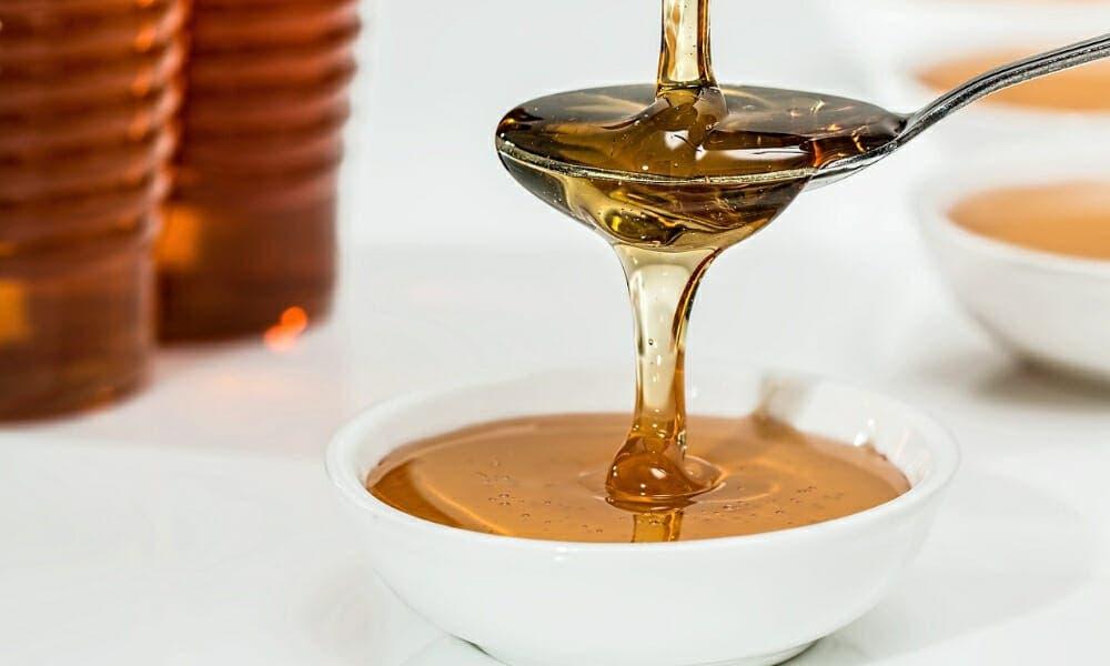 La miel es un remedio casero para combatir resfriados