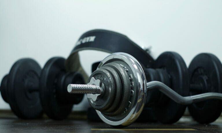 tonificar los bíceps en casa