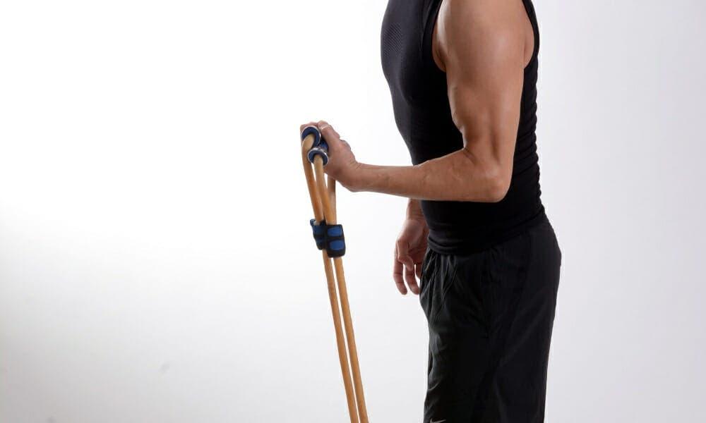 Tonificar los bíceps con gomas