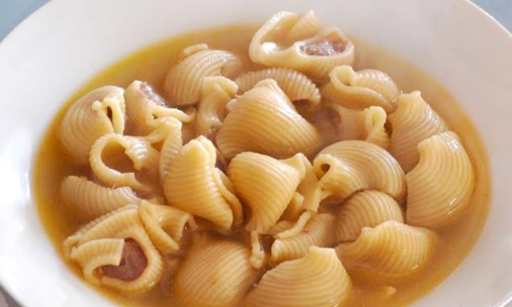 Sopa de galets, uno de los platos tradicionales navideños españoles originario de Cataluña