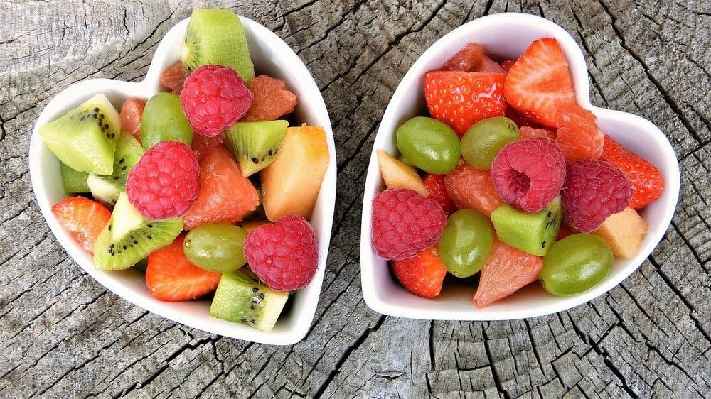Fruta fresca para desayunos veganos