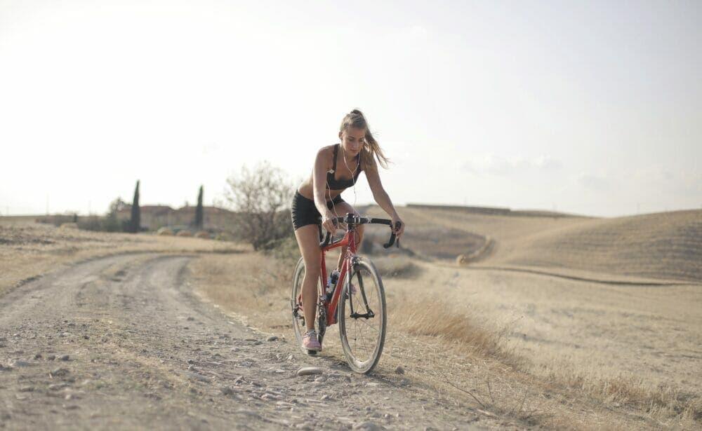 Ir en bicicleta es una de las mejores actividades deportivas para la circulación .