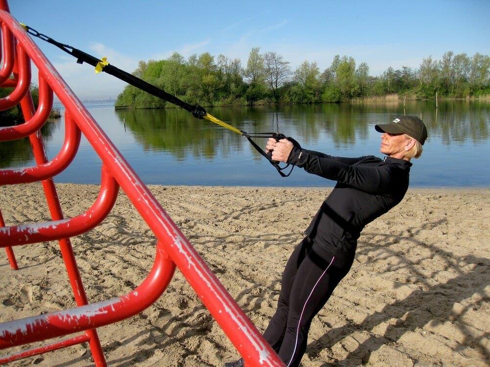 ejercicios de remo con TRX