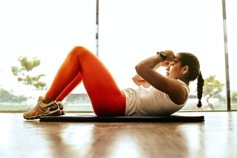ejercicios físicos para entrenar en casa