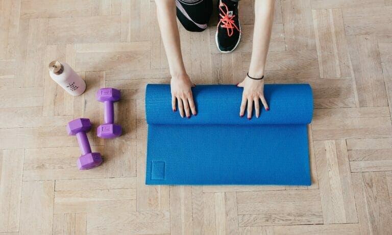 Sigue esta rutina de gimnasia en casa para principiantes