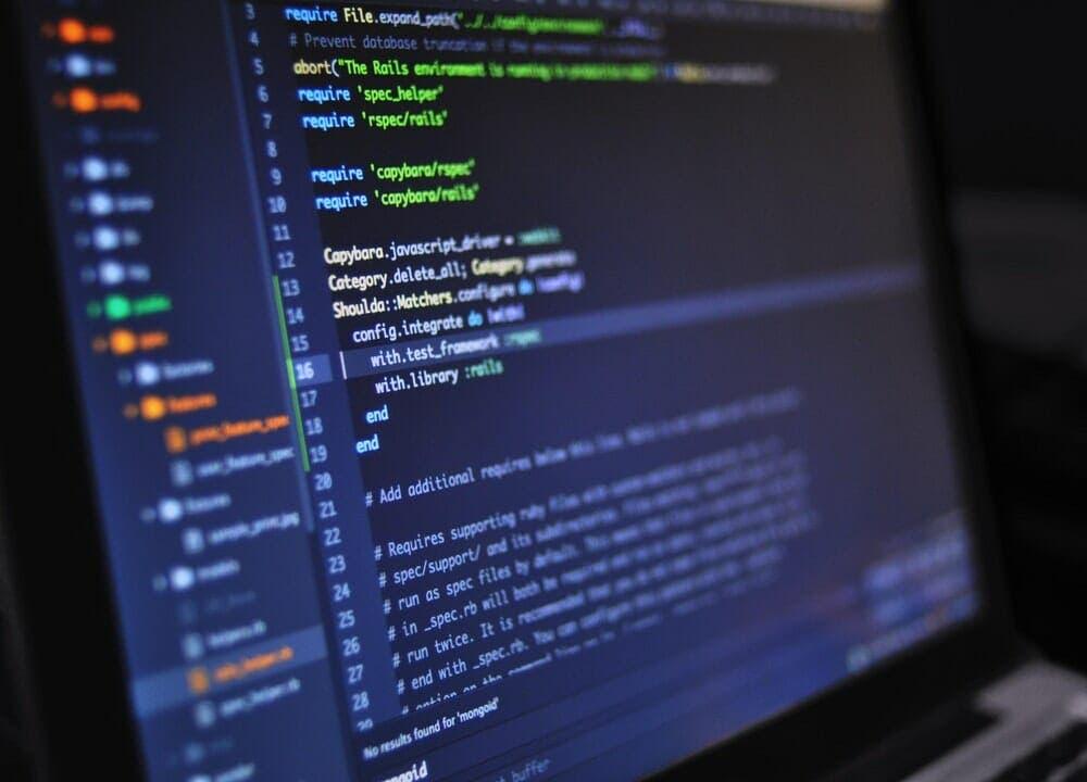 WordPress funciona con el lenguaje PHP, HTML y JavaScript