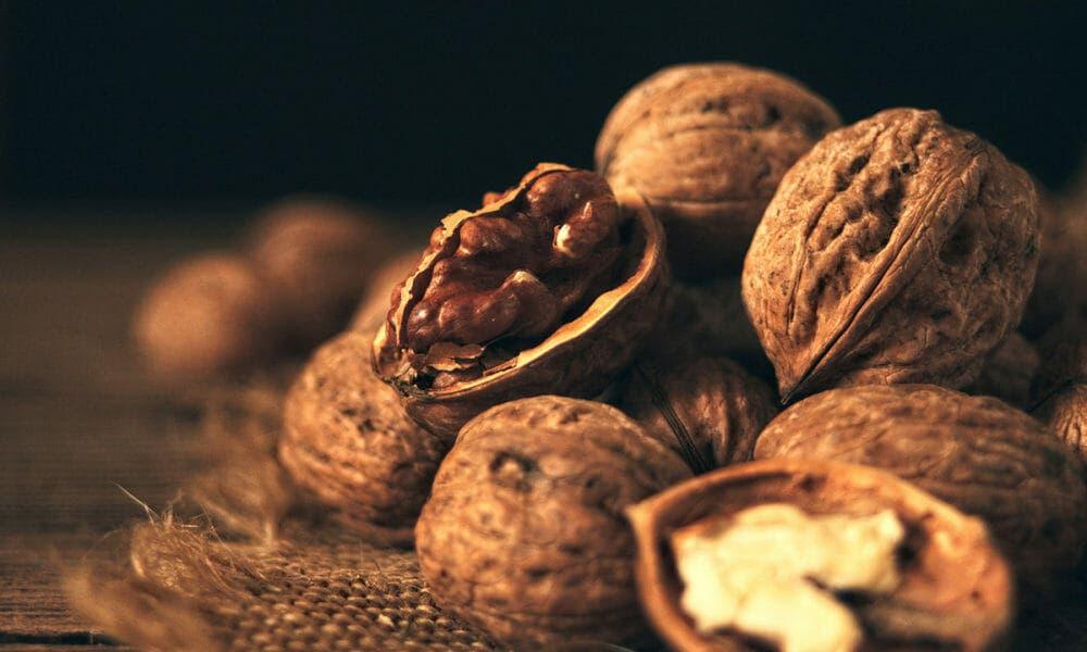 Propiedades de las nueces que ayudan a mejorar la calidad de vida y salud reproductiva masculina