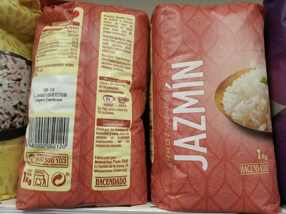 Mancuernas con paquetes de arroz o de legumbres