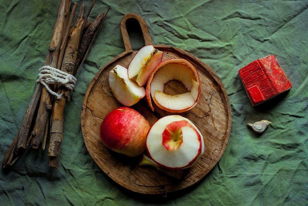 manzana y cáscara