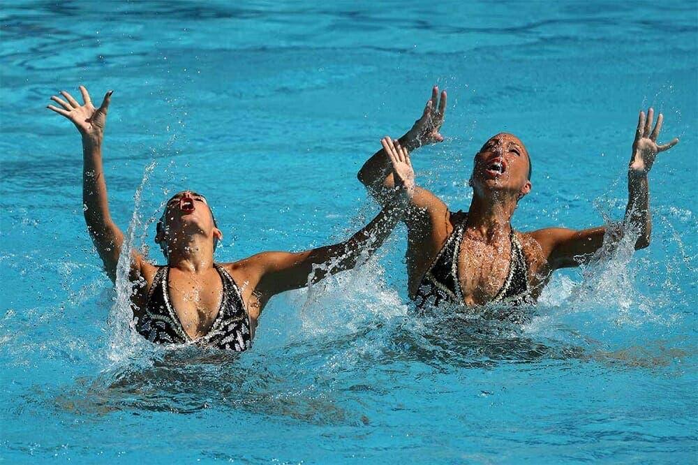 beneficios de practicar natación sincronizada